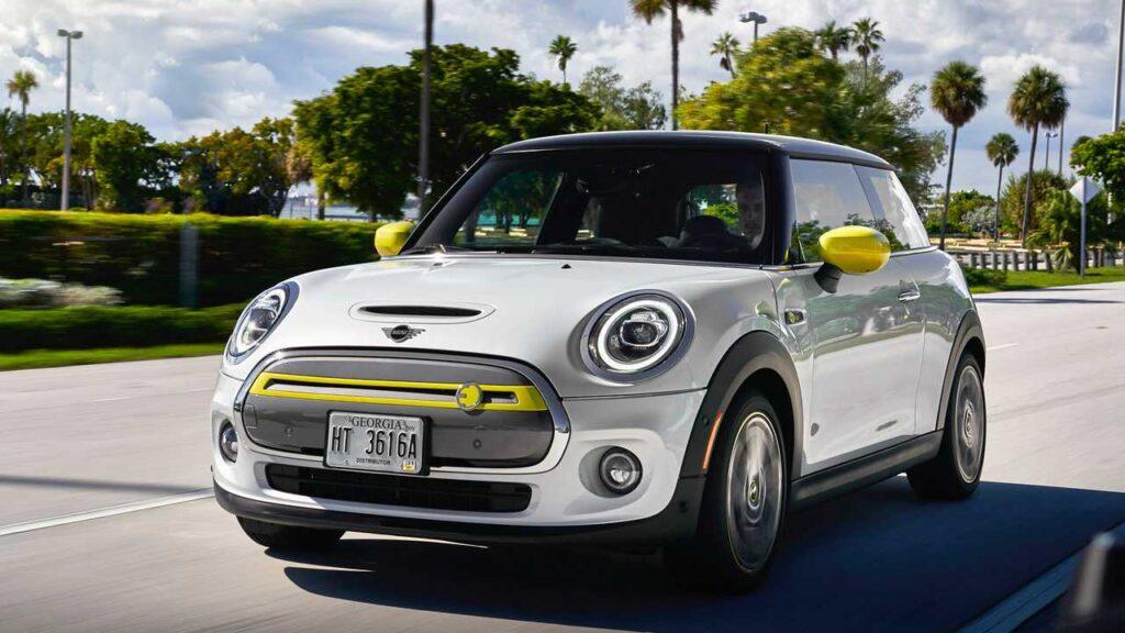 Mini Cooper SE įperkamiausias elektra varomas automobilis